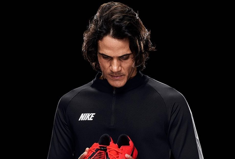 Cavani's mother says Cerezo must apologize to her son