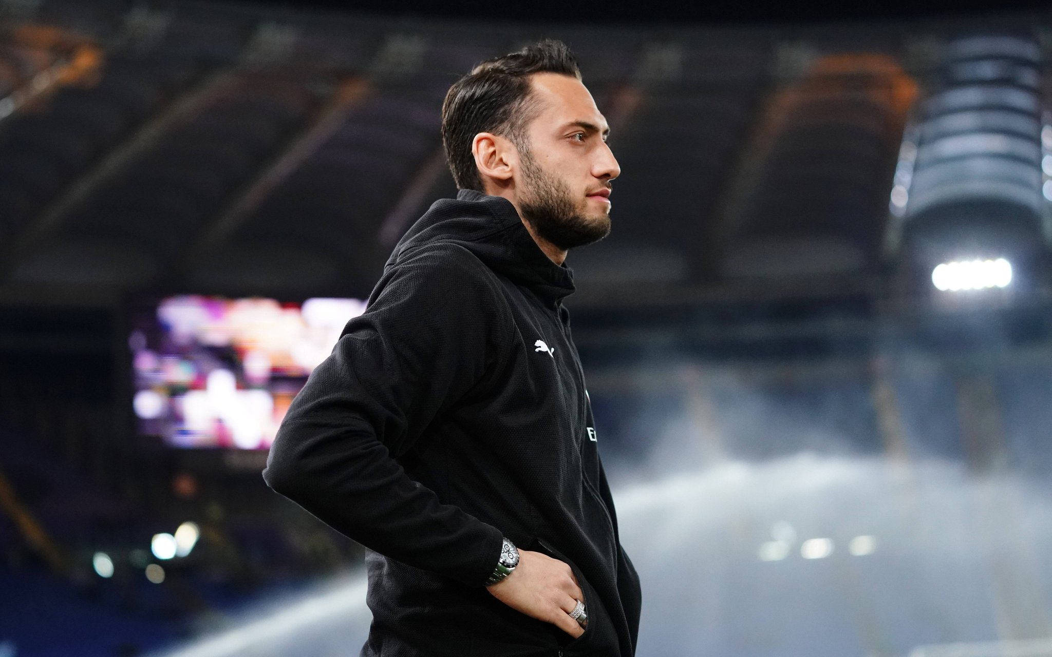 Yet another central attacking midfielder? There's 90% chance Manchester United signs Calhanoglu
