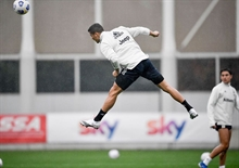Douglas Costa: Ronaldo on a higher level than Lewandowski