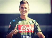 Napoli gets a considerable sum for Milik despite five months left on his contract