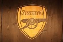 Aubameyang's lob fires Arsenal to a winning start