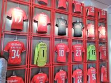 Benfica's striker icon Jonas retires from football