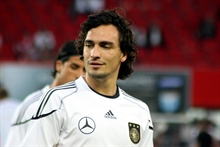 Return of the prodigal son: Mats Hummels signs for Dortmund