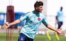 Schalke seeking the help of another loyal son in Huntelaar: They are in trouble, they need me more