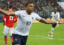 Mbappe to stay in Paris next season