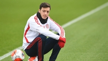 Arsenal's sporting director bemoans the lack of creative central midfielders all while Ozil remains in exile