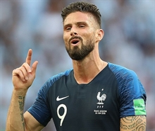 Olivier Giroud set to extend contract with Chelsea